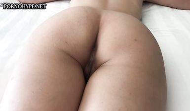 Голая жена спит в отеле, а муж снимает её голое тело