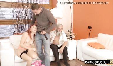 Старый дед вылизывает бритую киску молодой девушке и позволяет внуку ей по дрочить