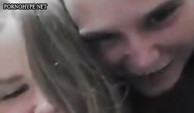 Парень ебет русоволосую студентку сзади на веб камеру