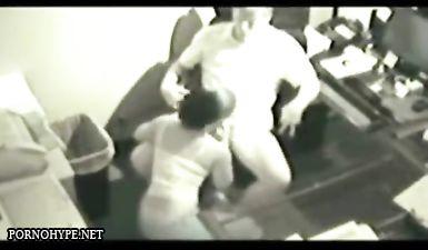 Жопастая секретарша скачет на хуе своего шефа