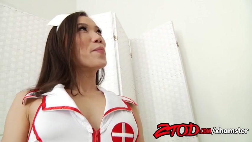 Азиатская медсестра делает минет перед сном каждому пациенту