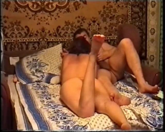 Автор старается порно блондиночка в красных трусах отличная идея Жаль