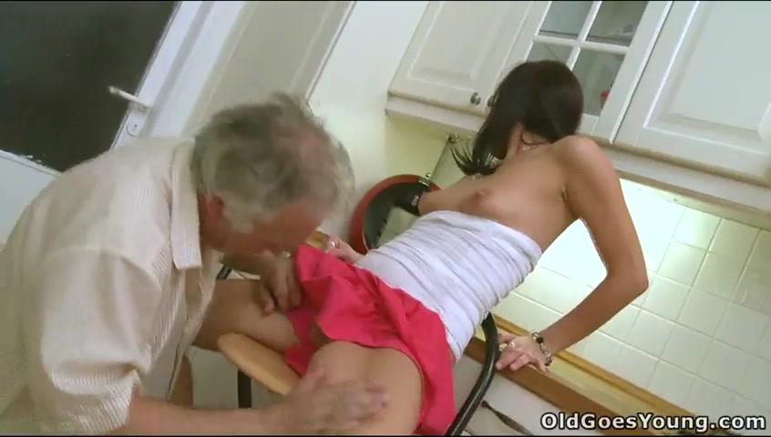 Ролики порно два старика трахают молодую инцест