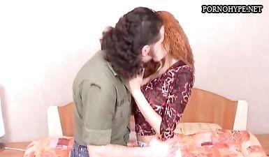 Рыжая жена изменяет и ебется с волосатым любовником