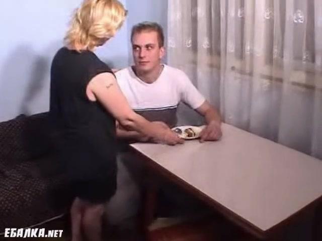 Скачать Порно Мать Ебет Сына В Рот