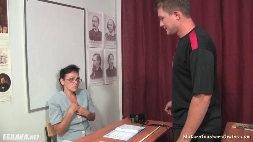 Учительница пригласила своего молодого ученика к себе домой порно