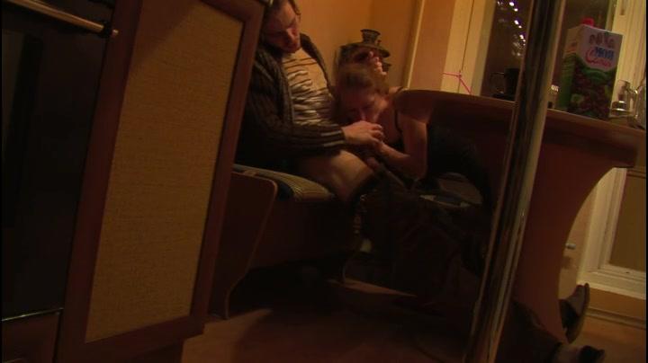 Молодая жена дома делает мужу минет русское порно видео — 3