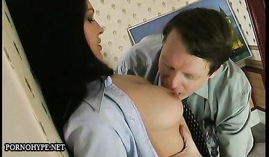 Дочь увидела как отец дрочит и трахнулась с ним