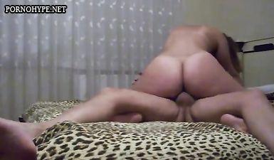Домашняя съемка на камеру жаркого секса раком женатой парочки