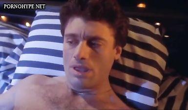 Блондинка устроила с мужиком эротику при свечах