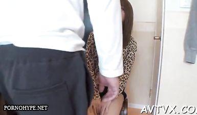 Молодая казашка испытывает фантастический оргазм от мастурбации с секс игрушками на кастинге