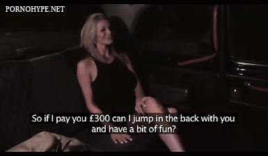 Пьяная блондинка мадам отсасывает у таксиста перед вагинальным сексом на заднем сиденье авто
