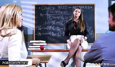 Грудастая училка трахнула родителей своего студента на столе