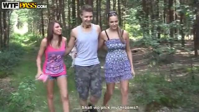 Пацан износиловал свою подругу в лесу русское порно видео