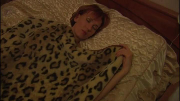 Смотреть порнофильмы рассматривают спящих