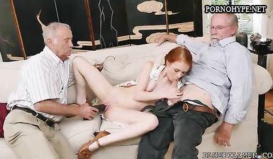 Два старых деда трахают рыжую девочку с косичками