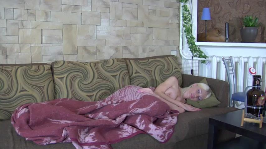 Порно видео отец выпивает с дочерью