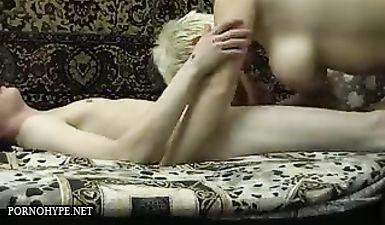 Домашний инцест матери в чулках и родного сына