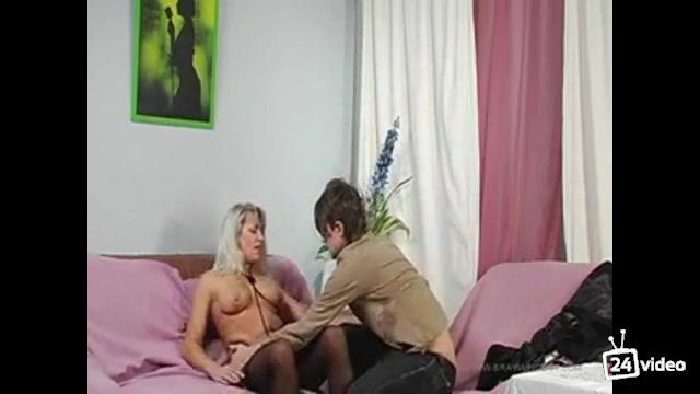 Порно вдиео натянул мамку пока нет никого дома