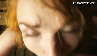 Русская проститутка сосет член и глотает сперму в сауне