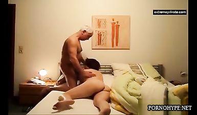 Скрытая камера в спальне мамы засняла ее измену с мужиком