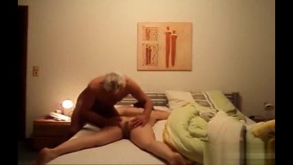 Скрытая камера в маминой спальне секс