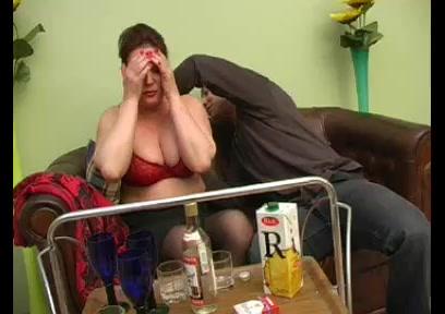 Толстая жирная мама ебется с сыном