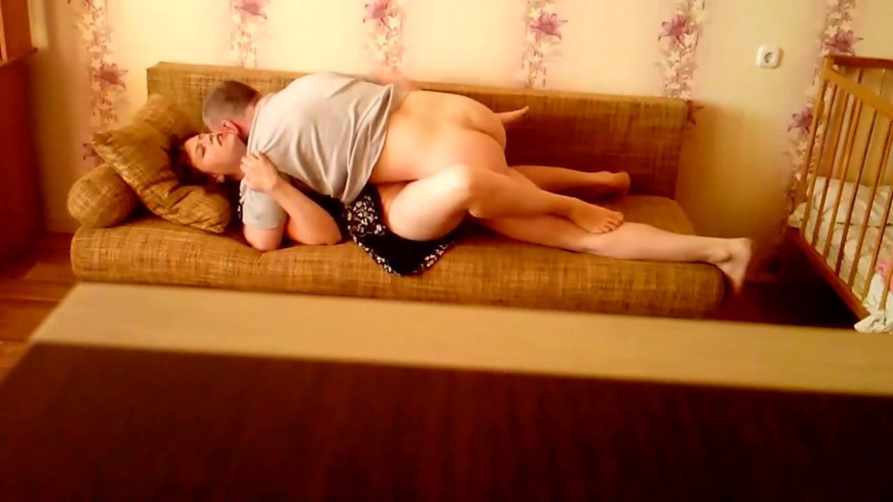 Русский секс дома на диване
