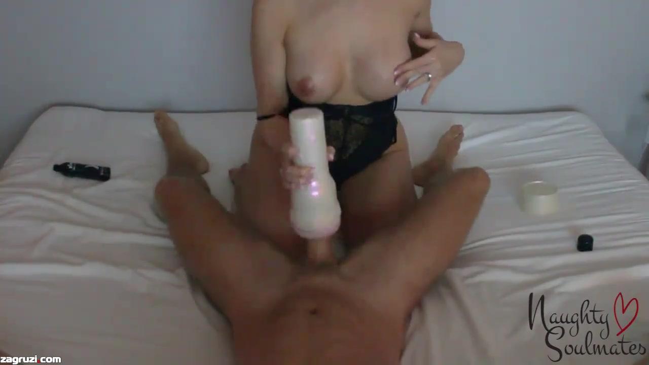Девушка дрочит искусственной вагиной смотреть онлайн