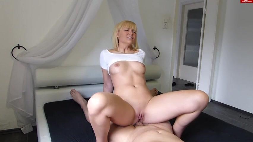 Скачать блондинка с толстой жопой и большими сисями