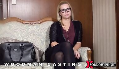Блонду в очках пустили по кругу на порно кастинге Вудмана