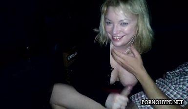 Пьяная девка сосет у таксиста за проезд под рулем