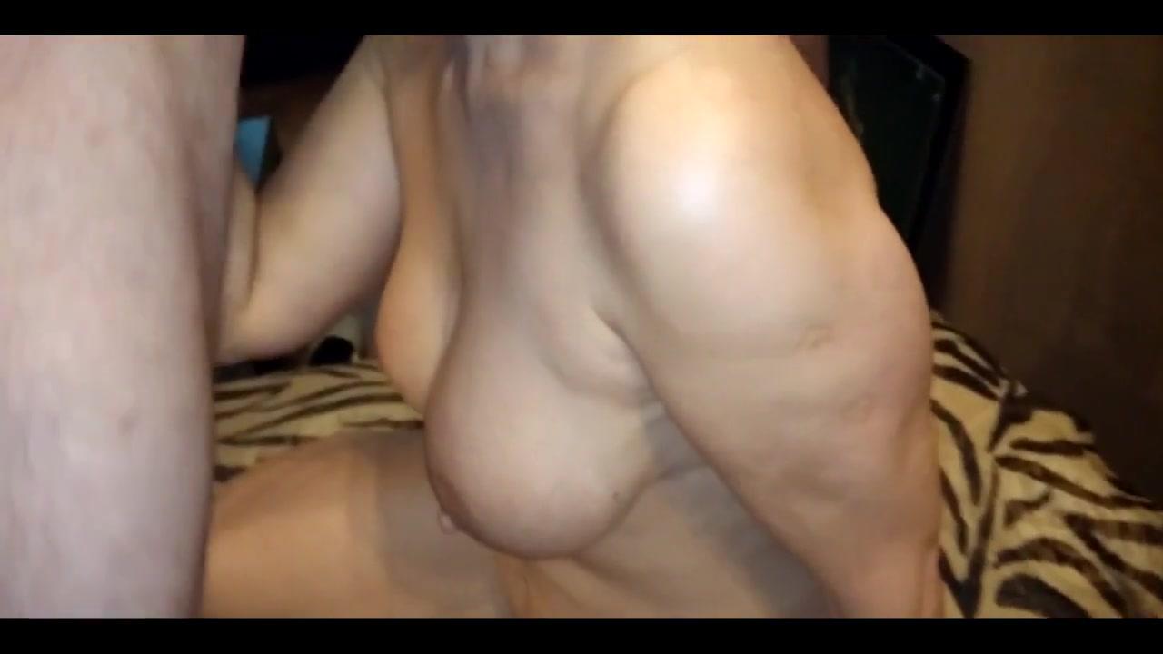 Парень трахает зрелую женщину русское видео