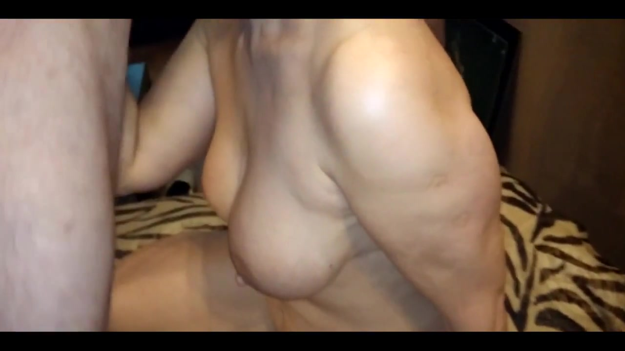 zreluyu-damu-napoili-i-trahnuli-porno-moskovskie-suchki-porno-video