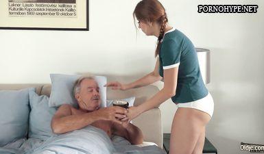 Дед оттрахал молодую сиделку и кончил ей в рот