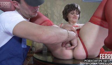 Зрелая жена изменяет с сантехником пока мужа нет