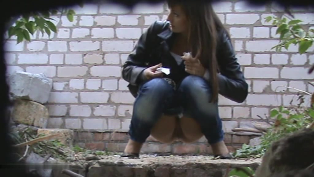 Скрытая камера писает на улице
