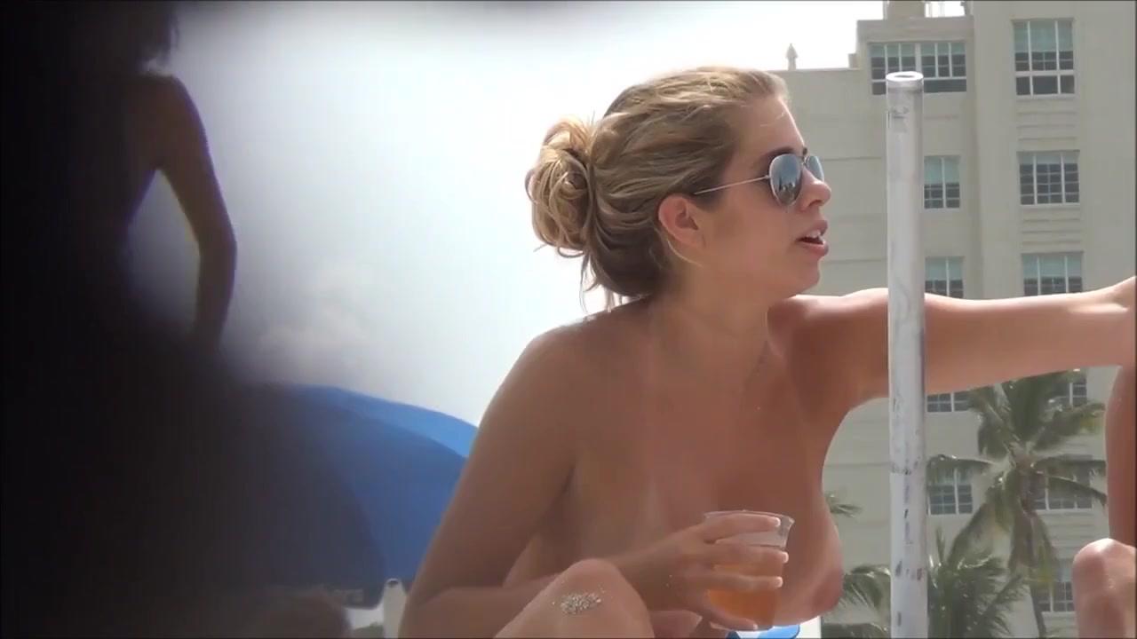 Большие голые сиськи девушки заснял скрытой камерой на пляже - порно ...