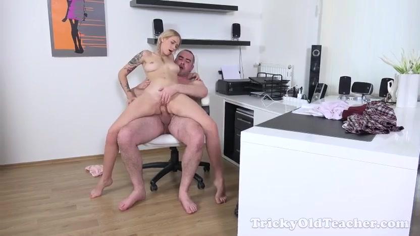 Декан и две студентки порно