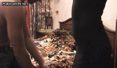 Любовник заснял скрытой камерой изменую зрелой жены бляди