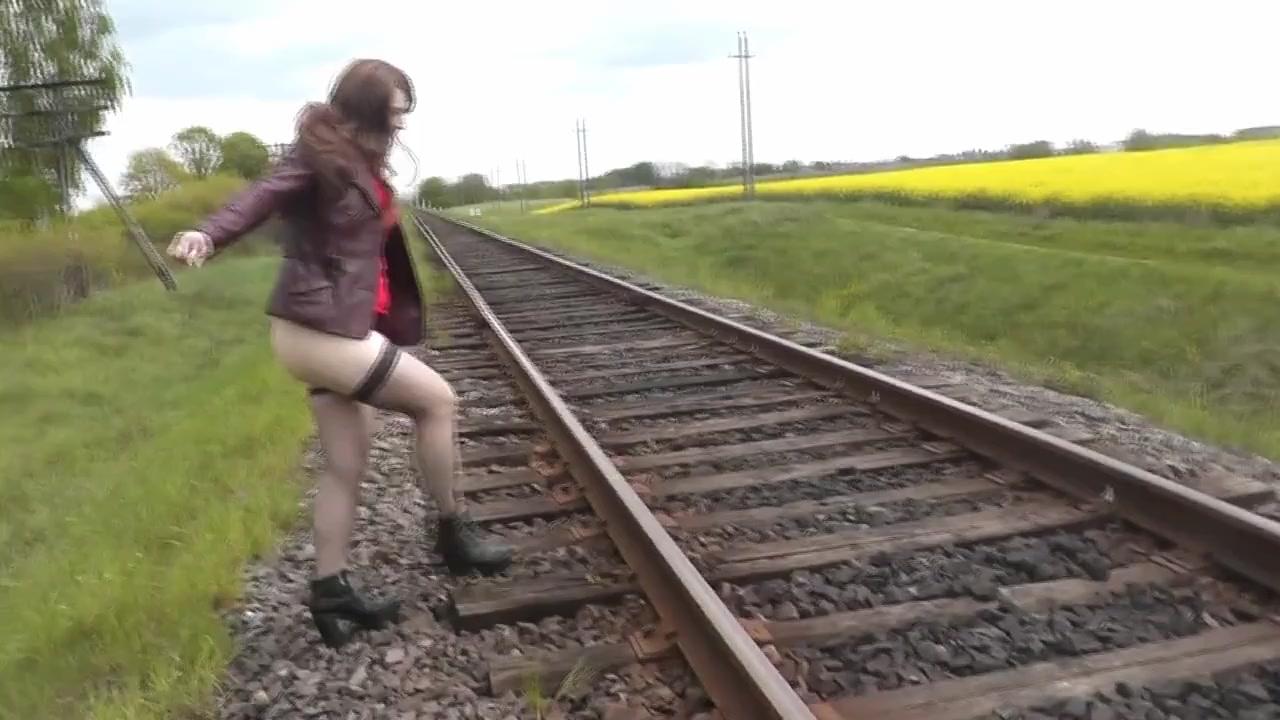 спасибо! Русская лесби на улице порно но, по-моему, это