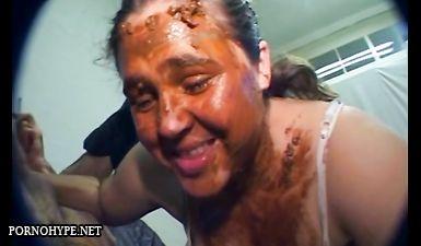 Лысый маньяк насрал в рот толстой девушке