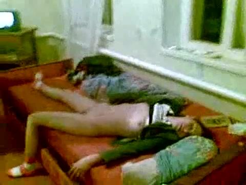 porno-deystvii-konchil-ne-prisunuv-siski-delayut-massazh