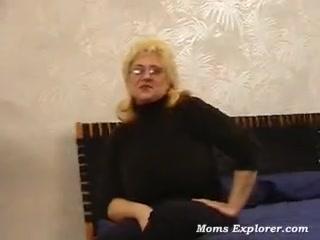 Зрелая вылизала очко, порнуха с блондинками на улице
