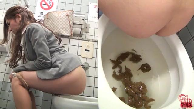 Училка срёт в туалете