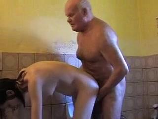 Старик Трахает Молодую Порно Скачать