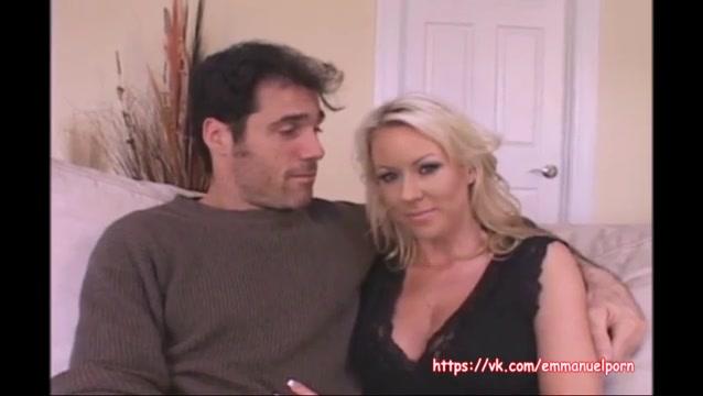 Молодая жена с другим муж смотрит видео, рогоносец малым хуем