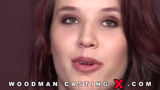 Молодая блондинка пришла н порно кастинг к вудмону
