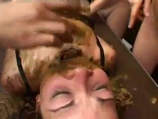 Лесбиянки какают порно
