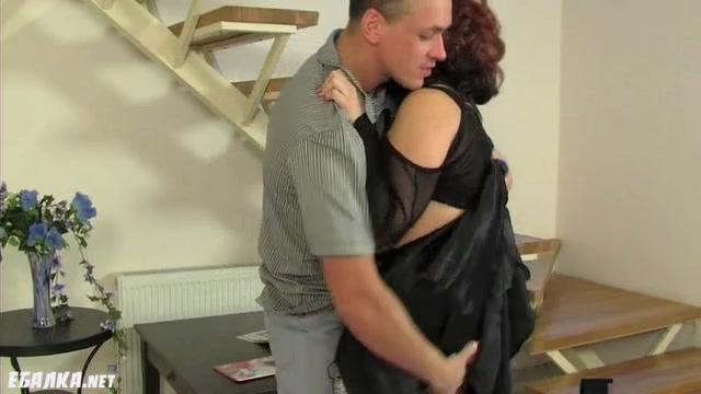 Муж делает жене ланьет ролики